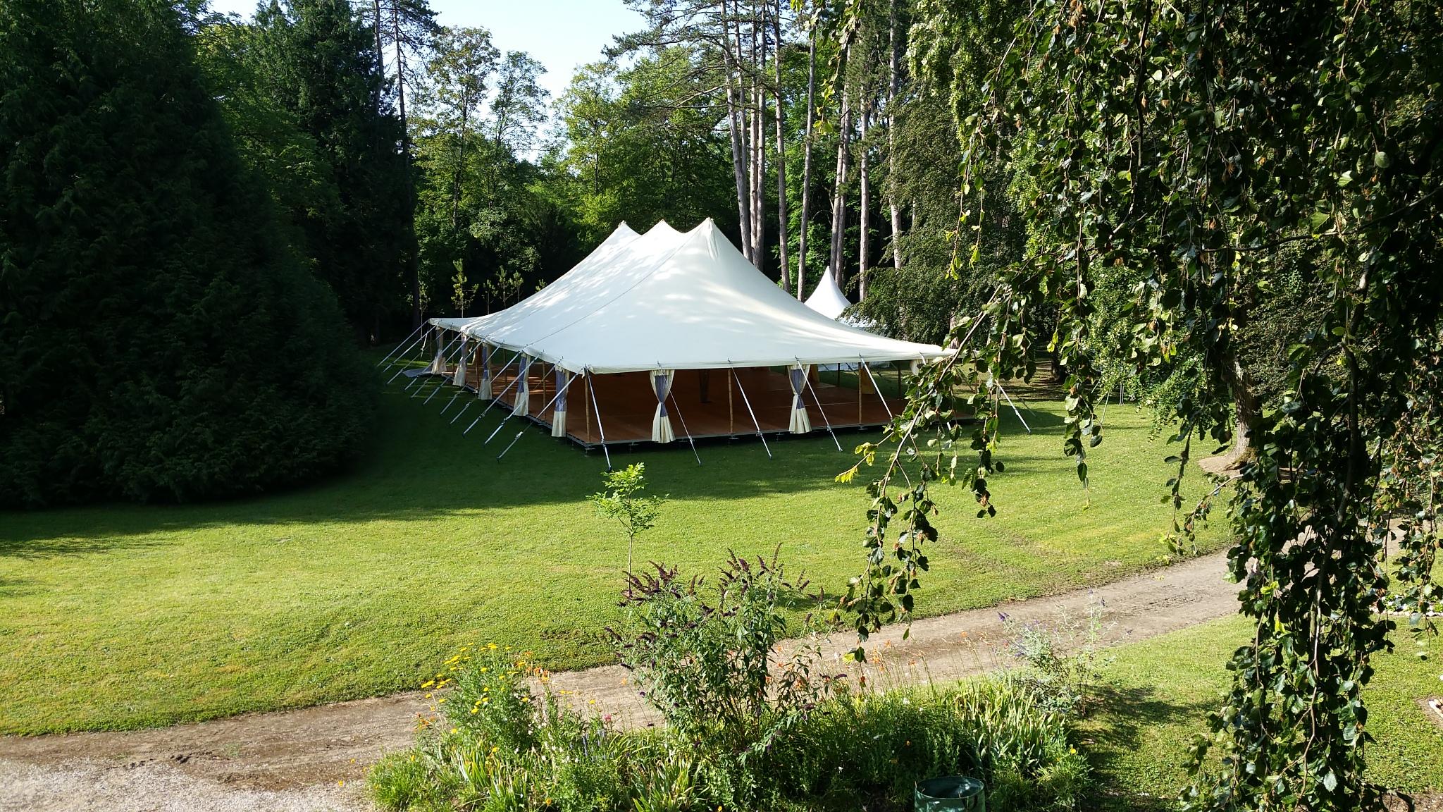 location tente bambou mariage, à Dijon, Bourgogne-Franche-Comté